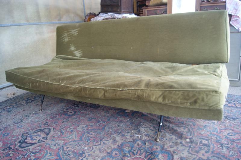 Divano letto vintage anni 50 piedi ottone grande moda a for Divano letto grande